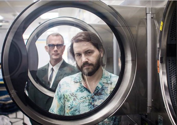 Il duo che crea musica dalla lavatrice